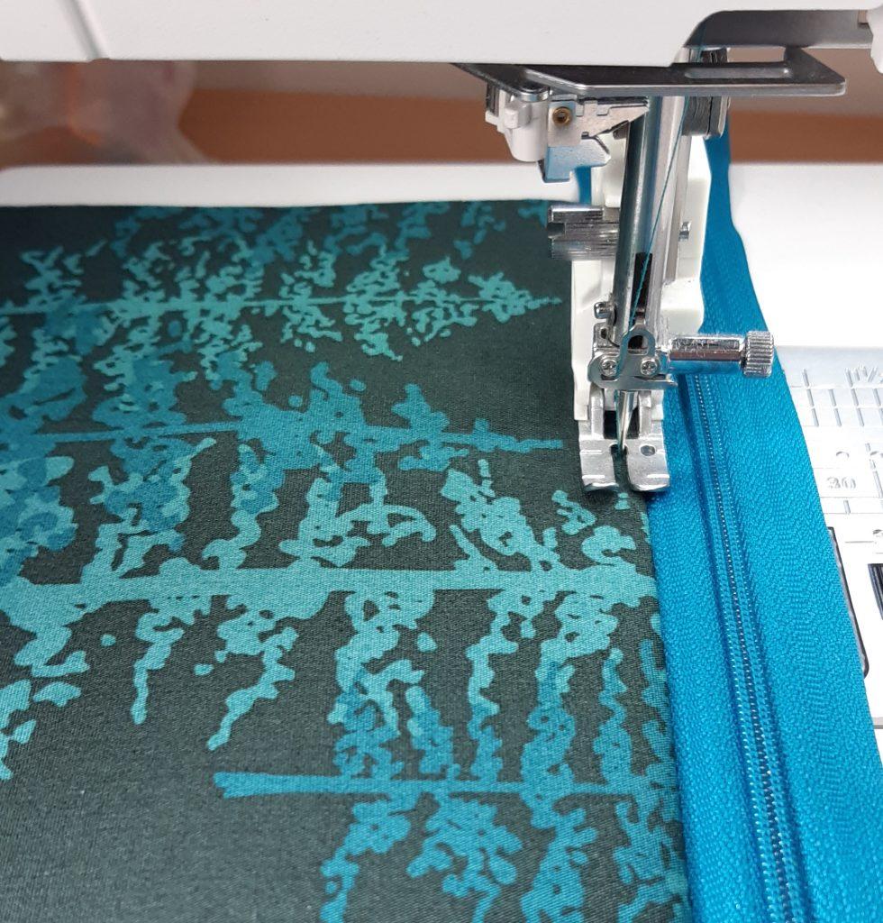 Top stitching a zip
